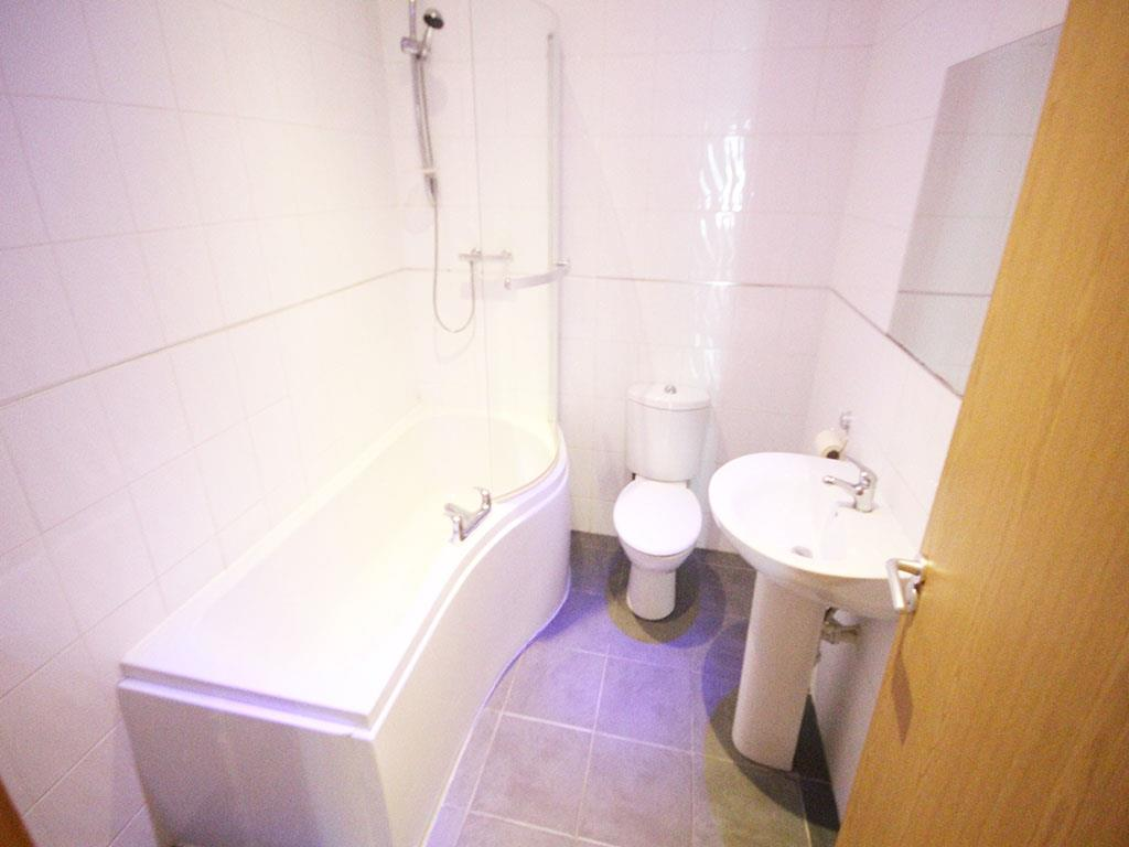 2 bedroom apartment To Let in Colne - IMG_3447.jpg